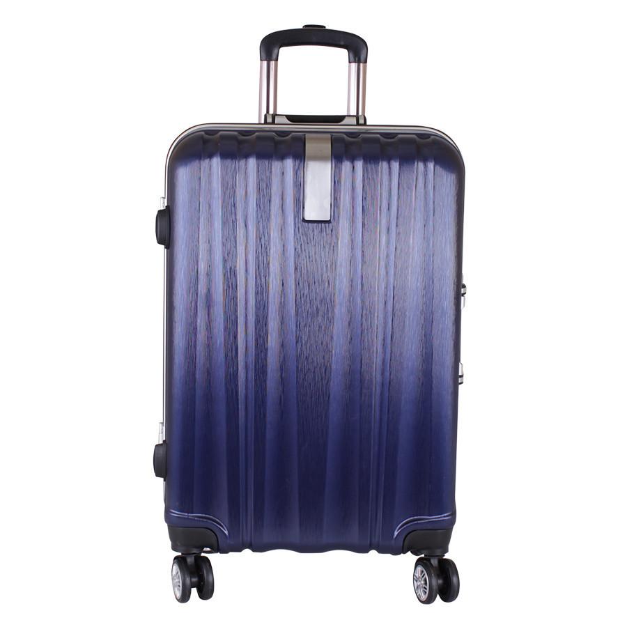 Дорожний пластиковый чемодан на колесах