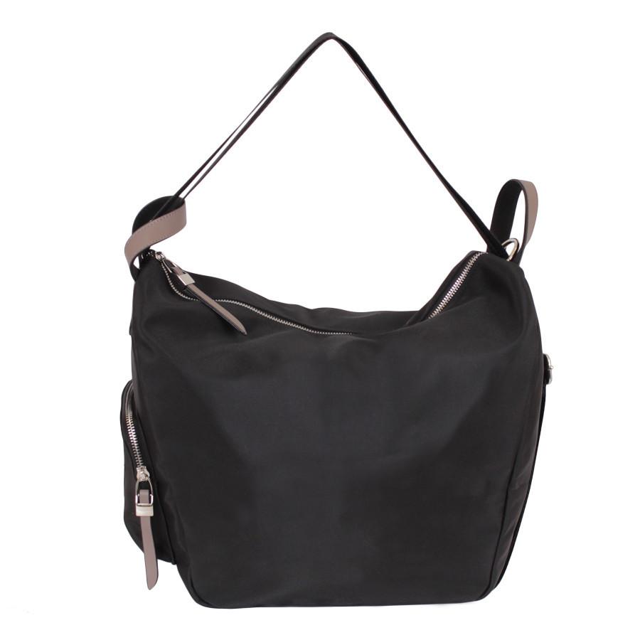 Спортивная сумка в черном цвете