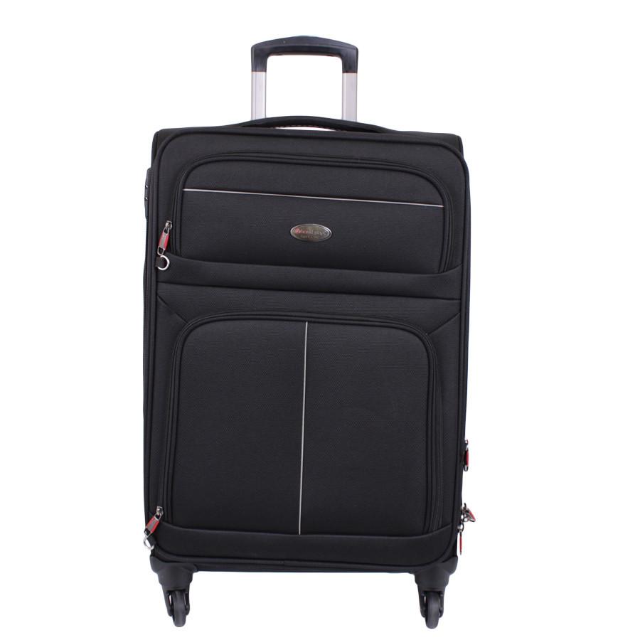 Черный чемодан на четырех колесах