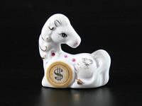 Фарфоровая фигурка Лошадка с монеткой