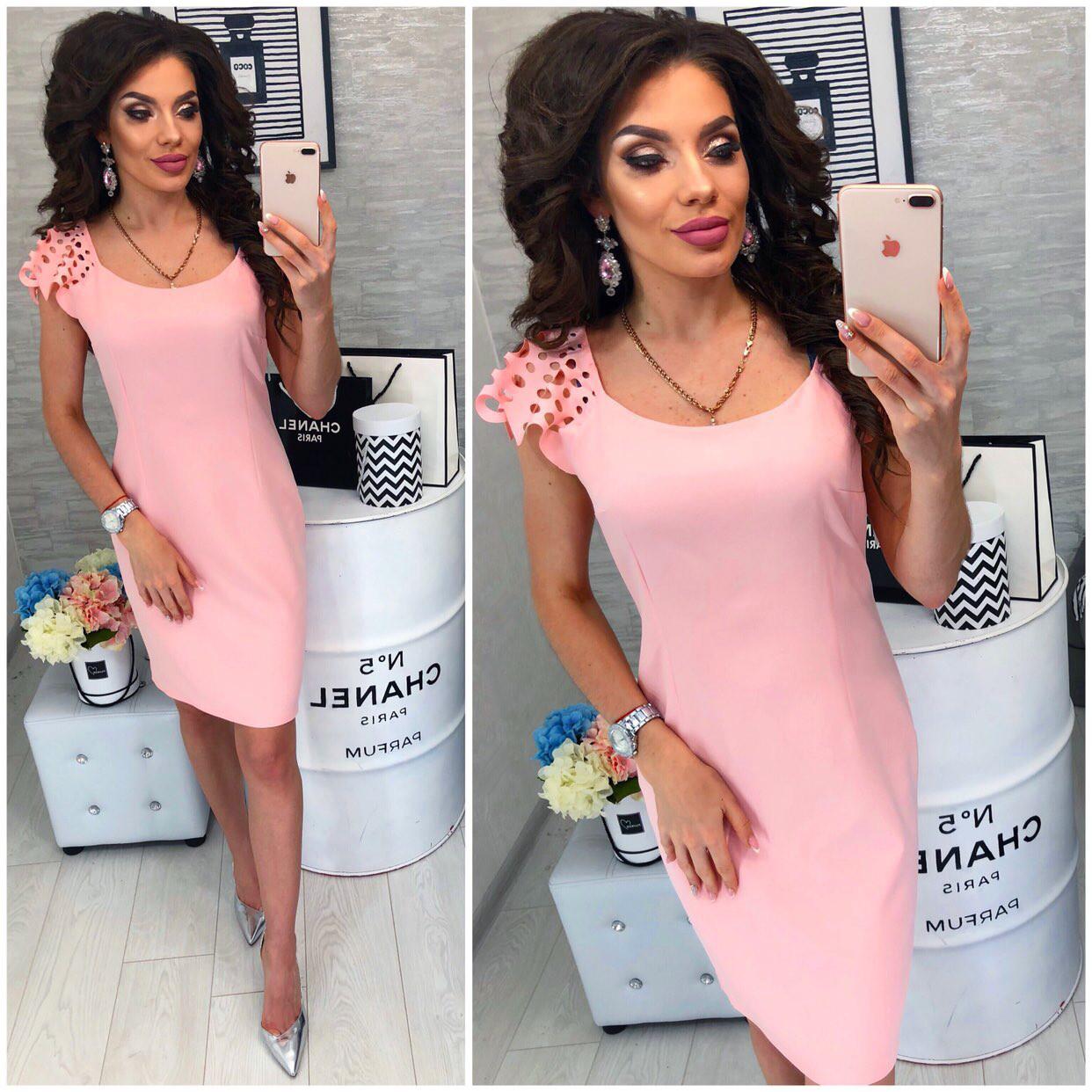 Платье с выбитым рисунком на коротком рукаве , модель 106, цвет Светло-розовый