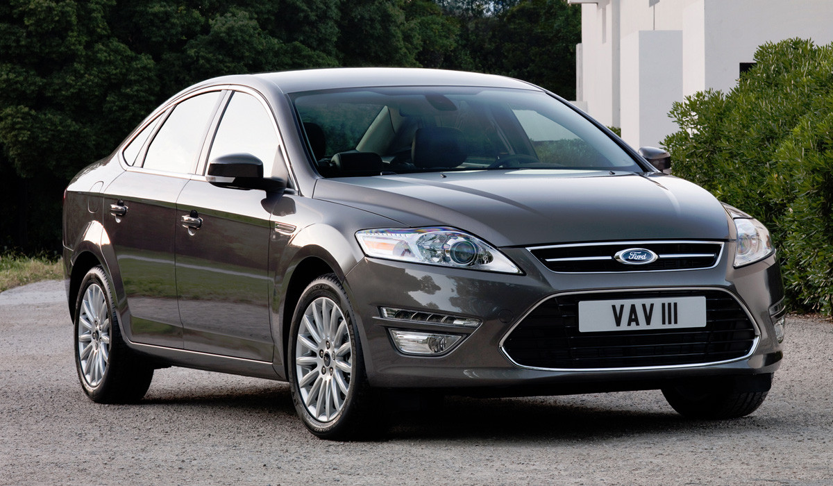 Лобовое стекло Ford Mondeo МК4 седан, с датчиком, полный е/о,НР, Pilkington, б/у