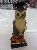 Статуэтка сова на книге Выпусник в академической шапочке