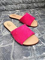 Яркие шлепки женские на низком ходу натуральная замша розовые широкая пряжка большие размеры 41, 42