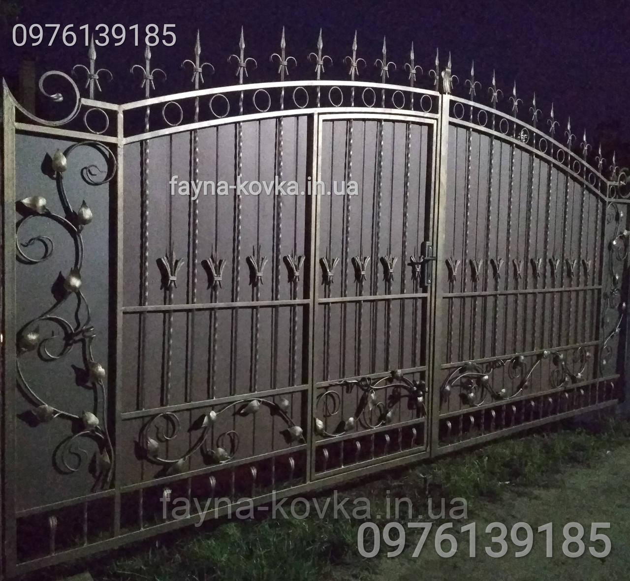 Ворота закриті, калітка всередині 1715
