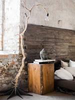 Столик прикроватный деревянный куб