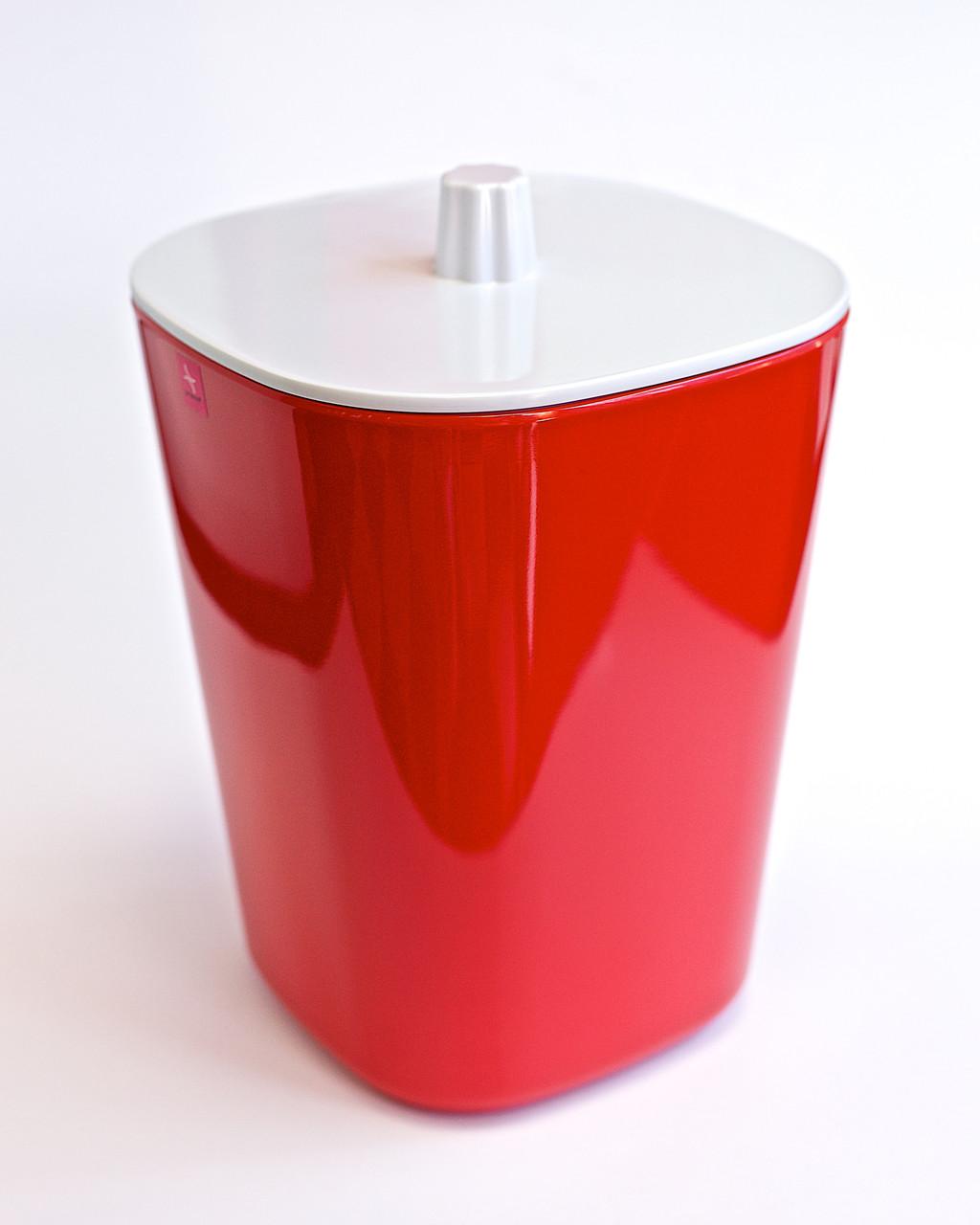 Ведро для мусора красного цвета