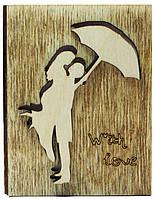"""Деревянная открытка """"Пара под зонтом"""""""