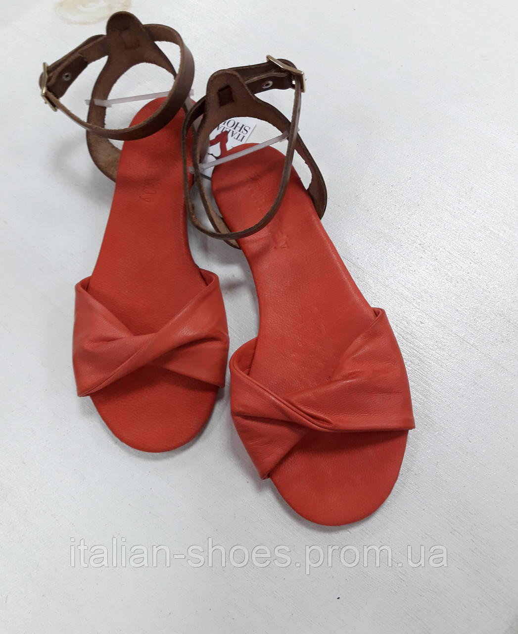 Коралловые кожаные сандалии Donna Italia