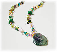 Красивый  подарок девушке  из натурального камня - Агат