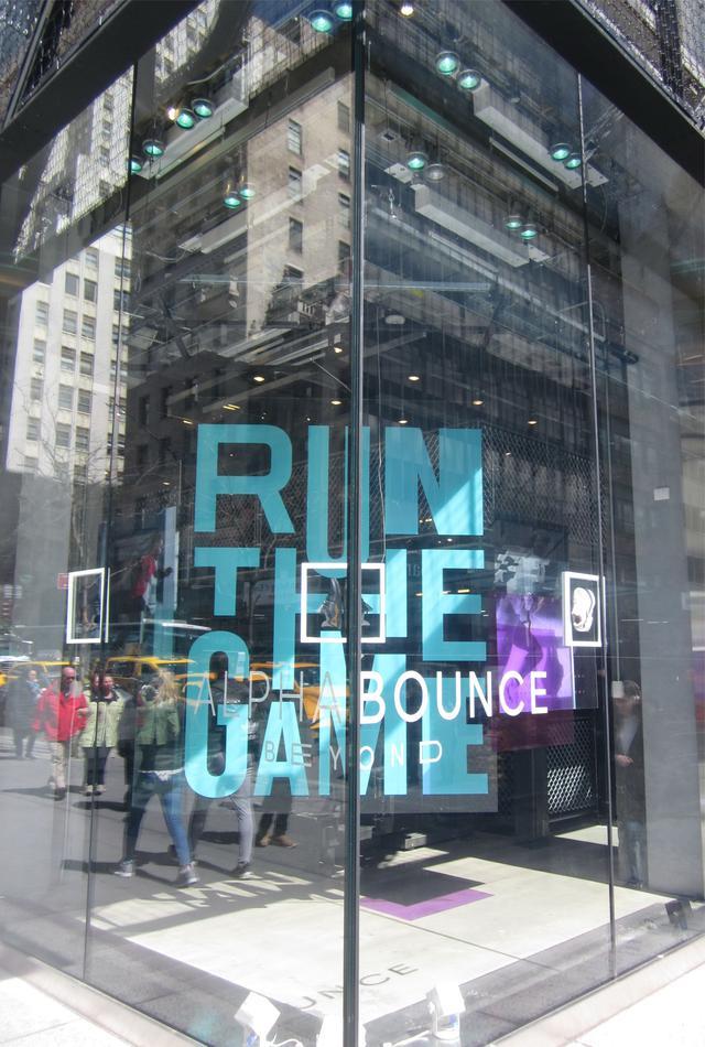 Раздел Женские капри - фото teens.ua - Нью-Йорк,витрина Run The Game