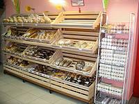 Стеллаж торговый в магазин для хлеба булочных изделий. Торговый стеллаж с полками для хлеба