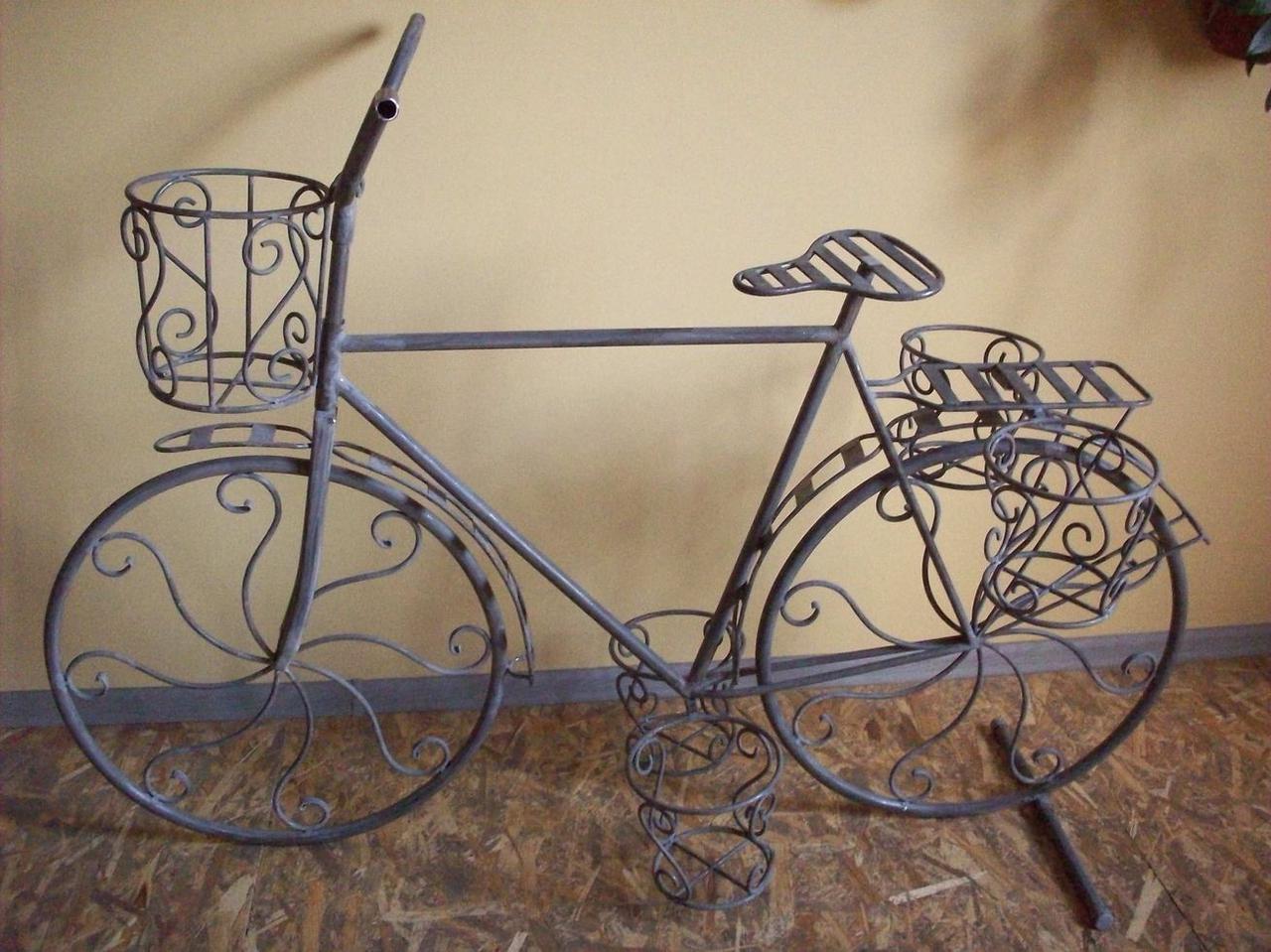 Большой декоративный велосипед-подставка для цветов