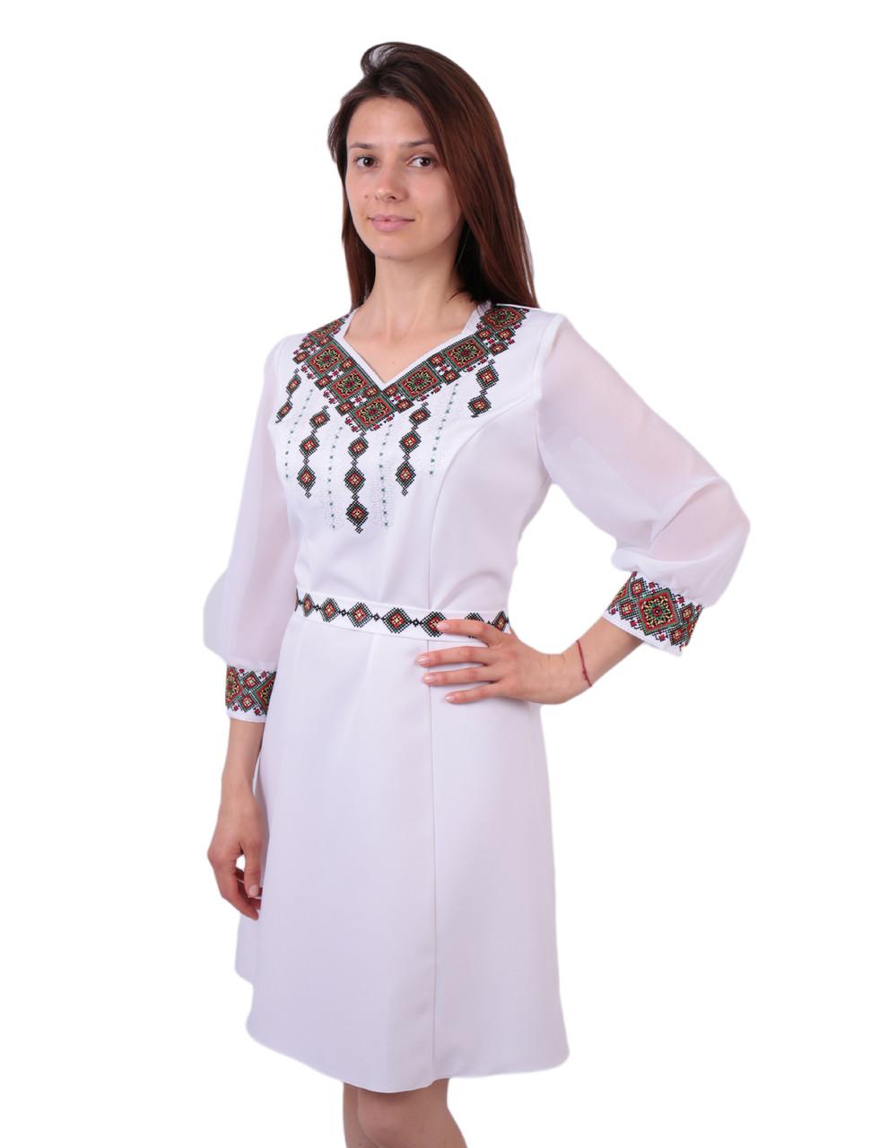 Вишите біле плаття недорого з машинною кольоровою вишивкою