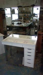 Стол для визажиста с витриной, туалетный столик, стол визажный