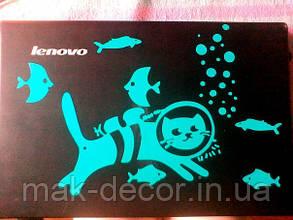 Вінілова наклейка на ноутбук - Кіт і рибки