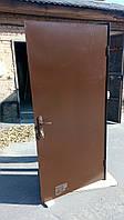 Металлические двери на трубе