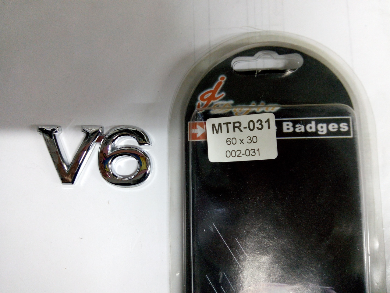 Эмблема V6  60х30 мм