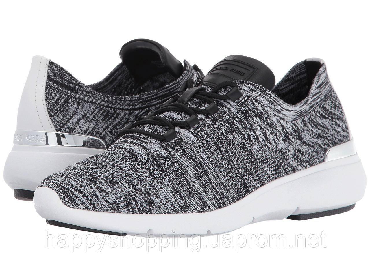 Женские стильные черно-белые текстильные кроссовки популярного бренда Michael Kors