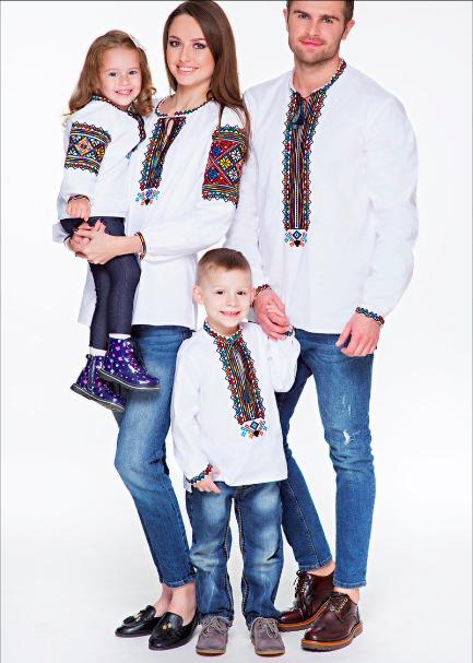 Сімейна пара вишиванок білого кольору для дорослих та малих