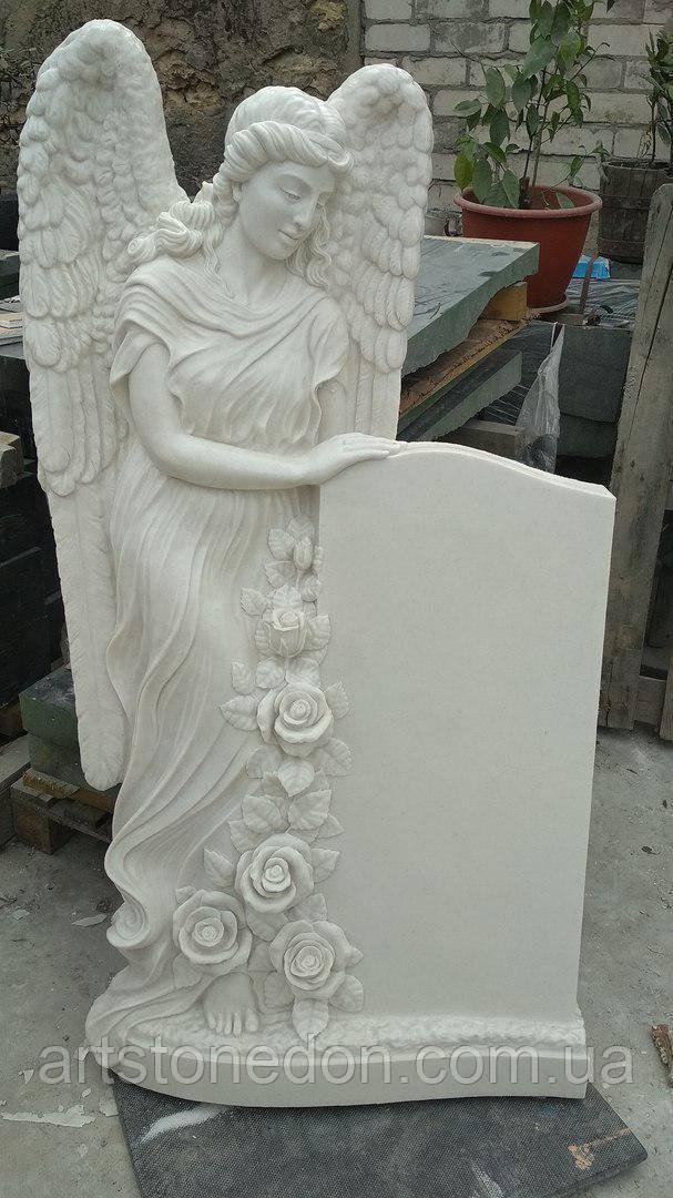 Эксклюзивная скульптура памятник ангел с розами из литьевого мрамора