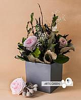 Композиция из стабилизированных цветов и растений «Concrete with flowers»