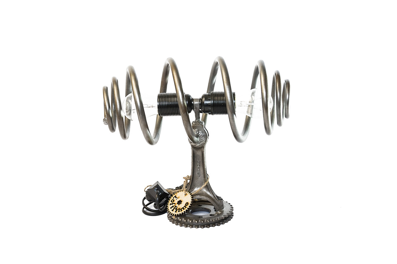 Лампа лофт из металлической шестерни распредвала автомобиля