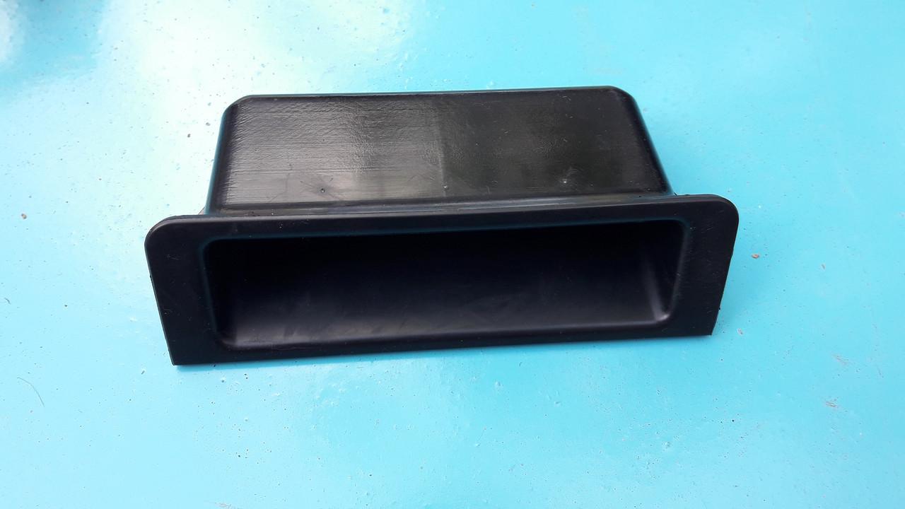 Вещевой отсек центральной консоли взамен задних подстаканников бмв е39 BMW E39 51168210445  51168159701