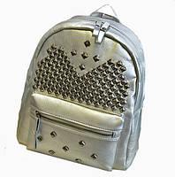 Молодежный кожаный рюкзак с шипами