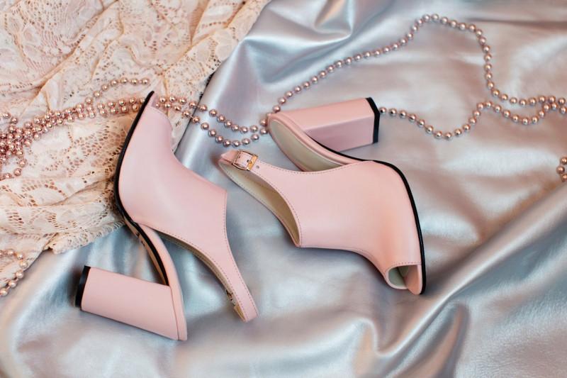 238e5f51e Красивые классические женские летние босоножки на толстом устойчивом каблуке  сабо с открытой пяткой кожаные пудровые