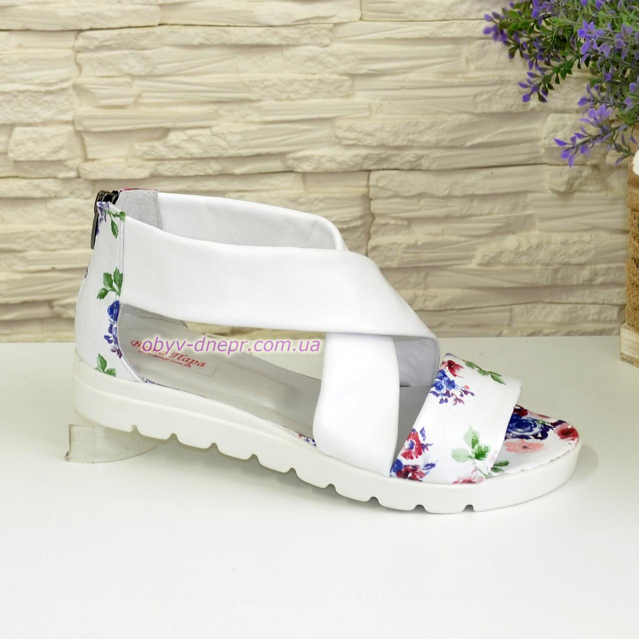 Кожаные женские босоножки римлянки, цвет цветы/белый