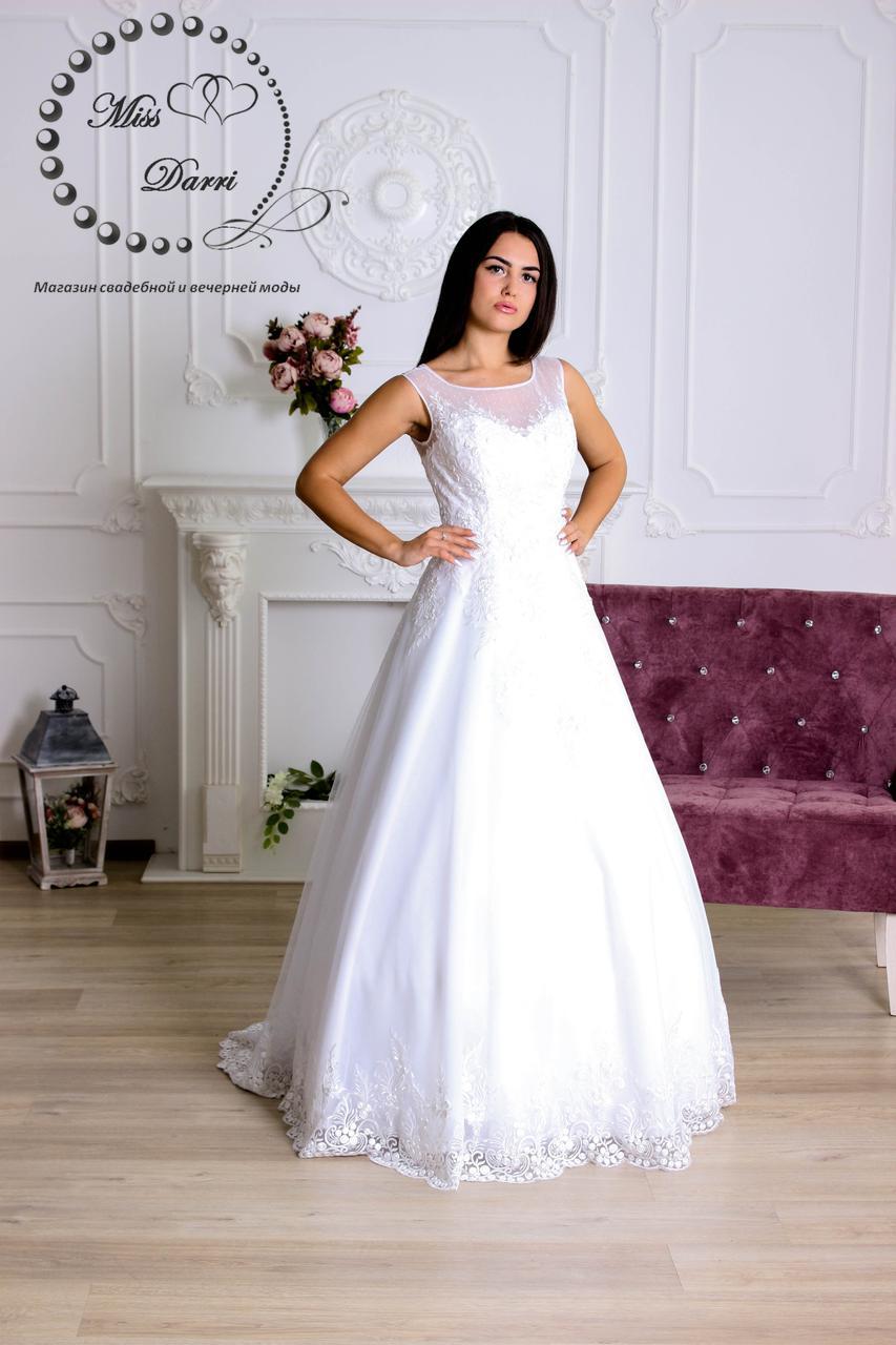 Свадебное платье а-силуэта белое с гипюром по низу