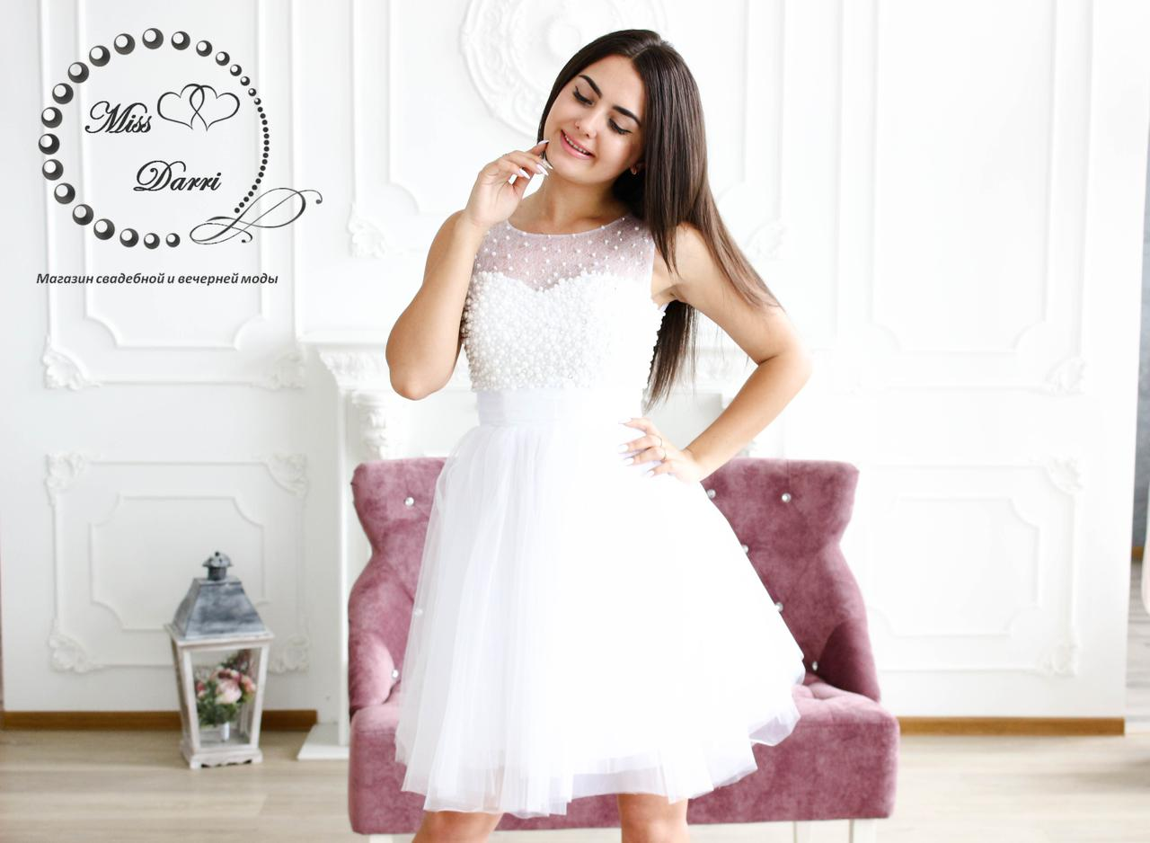 Короткое свадебное платье расшитое бусинами белое