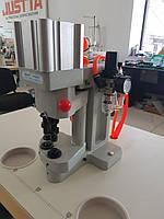 Пневматический пресс для установки металлофурнитуры с компрессором