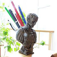 Цезарь - подставка для ручек и карандашей, изготовлен из скульптурного высокопрочного гипса окрашен под бронзу