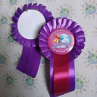 Значки на первое сентября или выпускной с фиолетовой розеткой и хвостиком