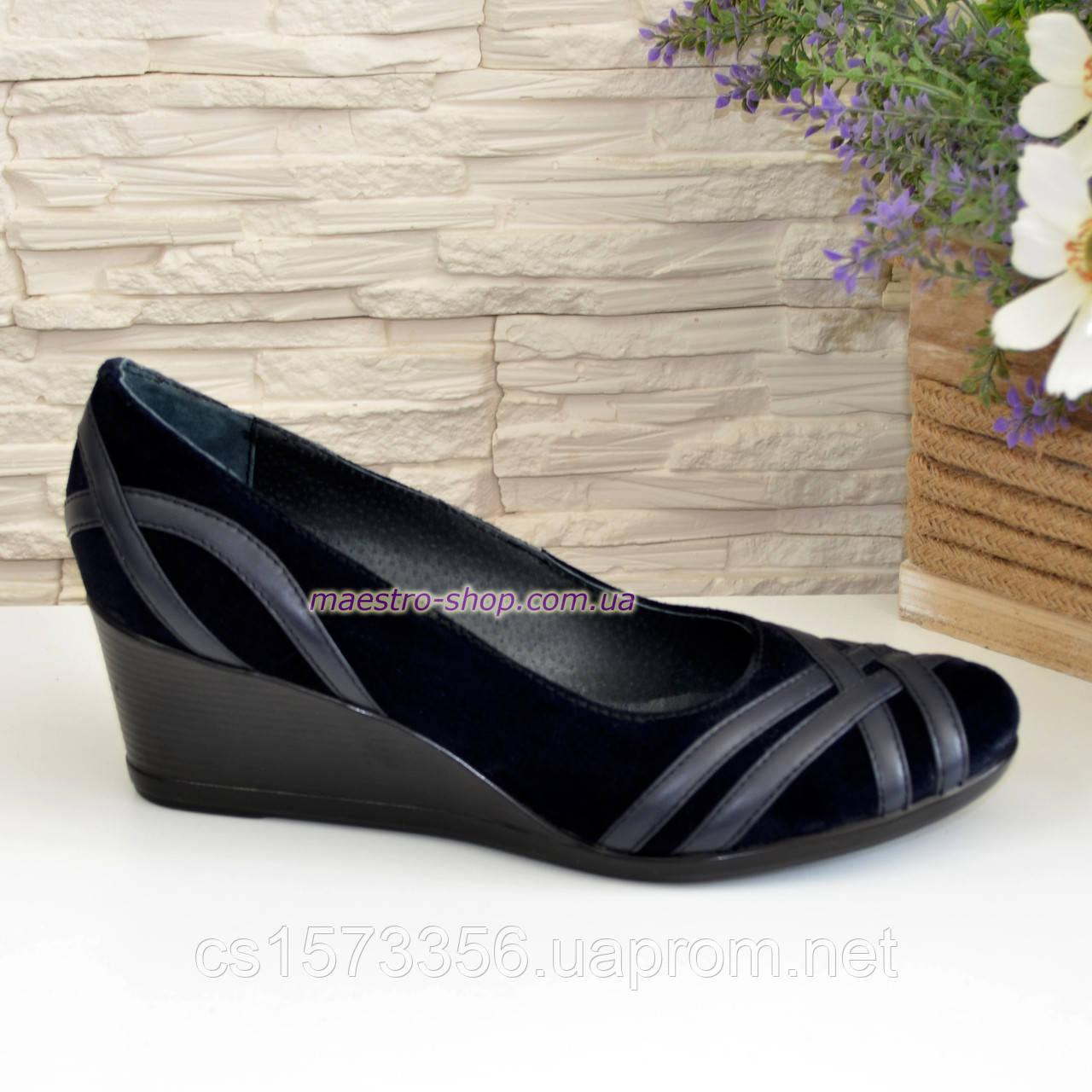 Туфли женские замшевые на танкетке, цвет синий