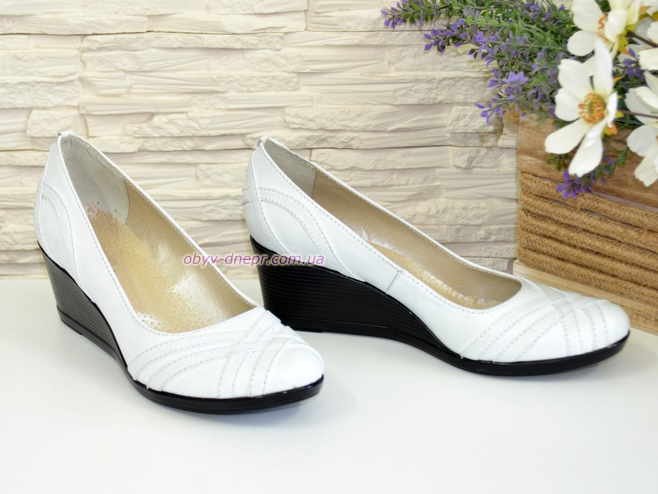 f5a404d9c Женские кожаные белые туфли на танкетке. ТМ