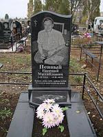 Чоловічий пам'ятник з полкою з граніту на могилу