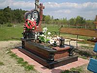 Одинарний комплекс пам'ятник із граніту та обємною різьбою