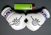 Подвеска боксерские перчатки DAF белые в авто