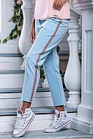 Женские укороченные брюки из летней костюмной ткани с лампасами