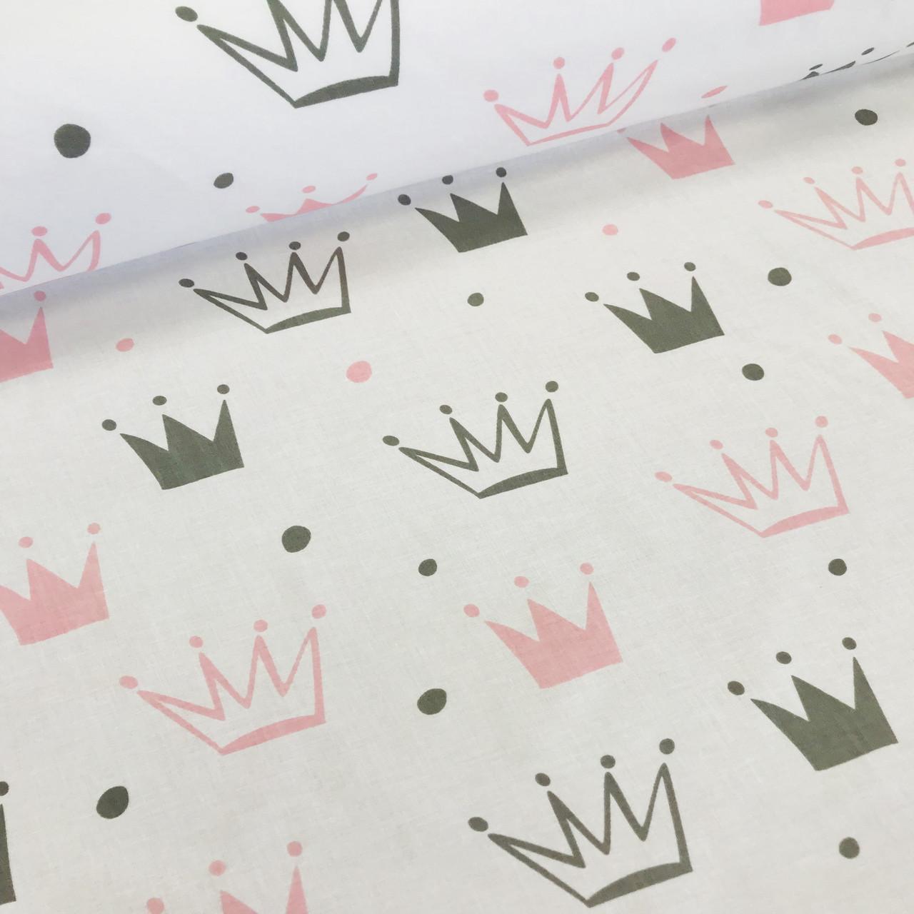 Хлопковая ткань бязь польская серые и розовые короны разного размера на белом