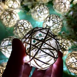 Гирлянды на батарейках из плетеных шариков, звездочек и сердечек