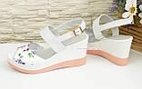 Женские босоножки кожаные на платформе, цвет цветы/белый, фото 3