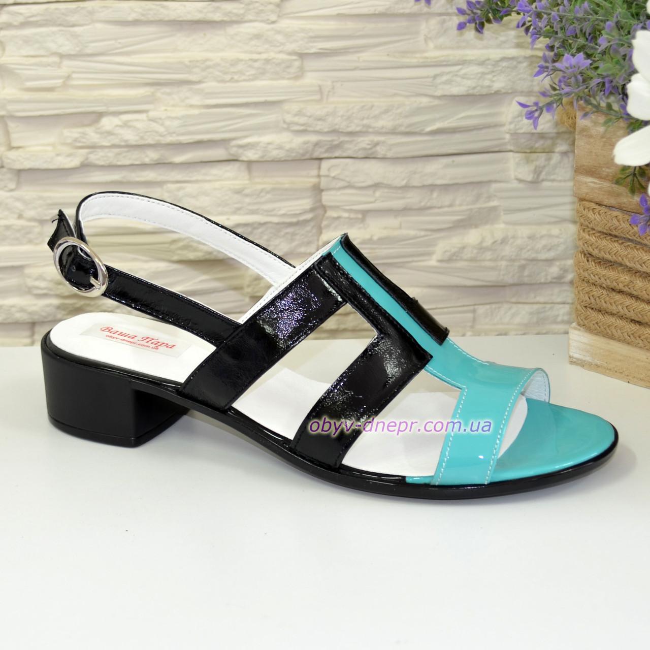 Женские лаковые босоножки на маленьком каблуке, цвет мята/черный