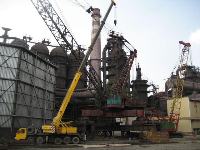Монтаж кранов на строительстве металлургического завода