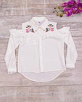 Блузка с вырезами на плечах