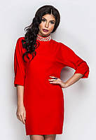 Элегантное красное платье со стразами на воротнике