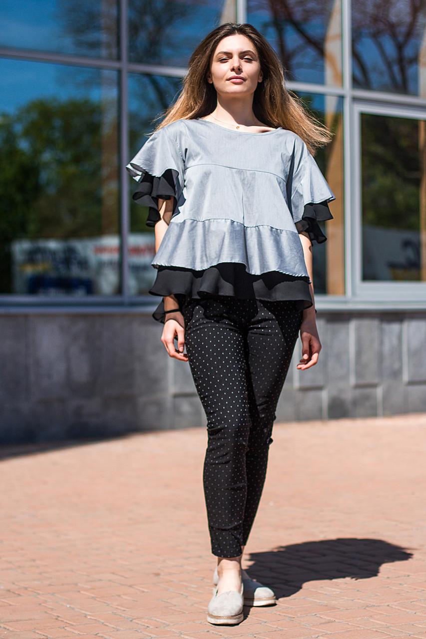Женская блуза серебристого цвета с воланами